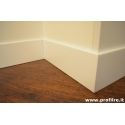 battiscopa bianco laccato legno massello bordo squadrato altezza 100 mm spessore 13 mm
