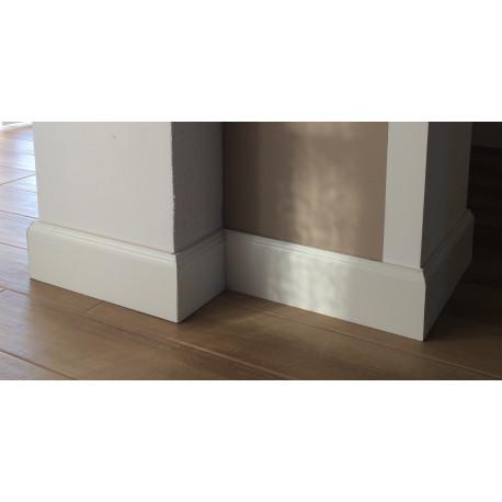 Battiscopa Matera in legno massello verniciato bianco alto 12 cm spessore 15 mm