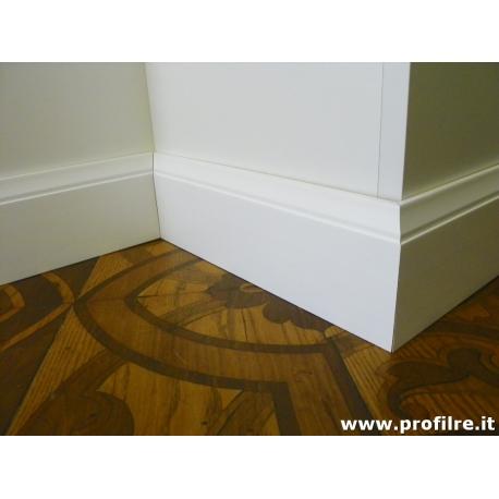 battiscopa in legno massello modanato Genova laccato bianco alto 10 centimetri