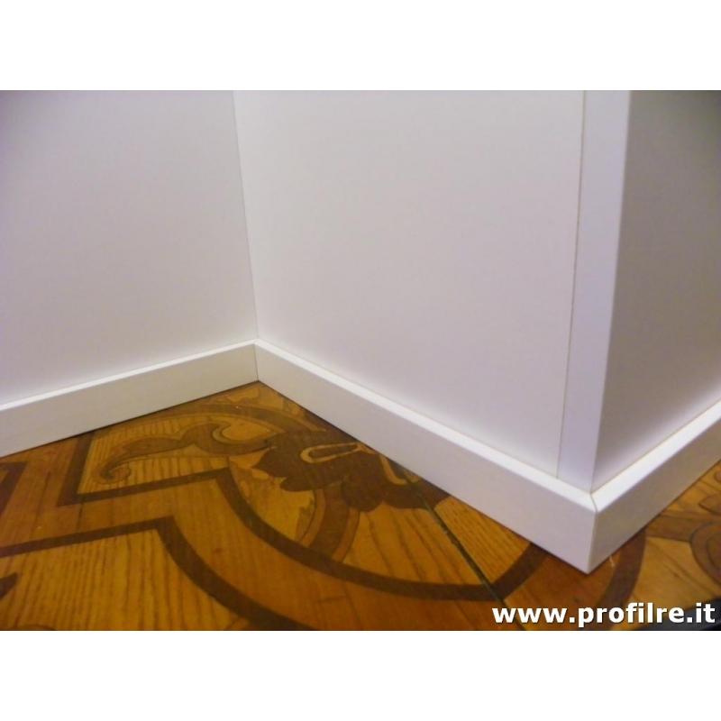 Battiscopa zoccolino basso bianco laccato in legno basso for Battiscopa in legno bianco