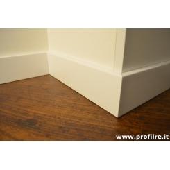 battiscopa alto bianco moderno in legno massello con bordo squadrato laccato mm120x13