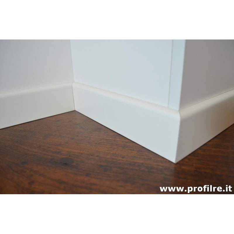 Battiscopa zoccolino bianco ral 9010 in legno bordo tondo for Battiscopa in legno bianco